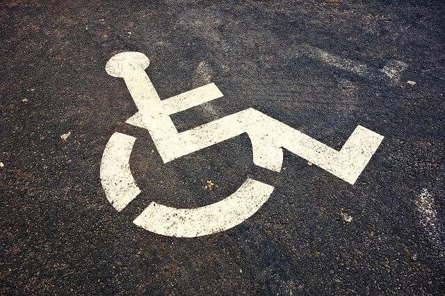 Oznakowane miejsce dla niepełnosprawnych